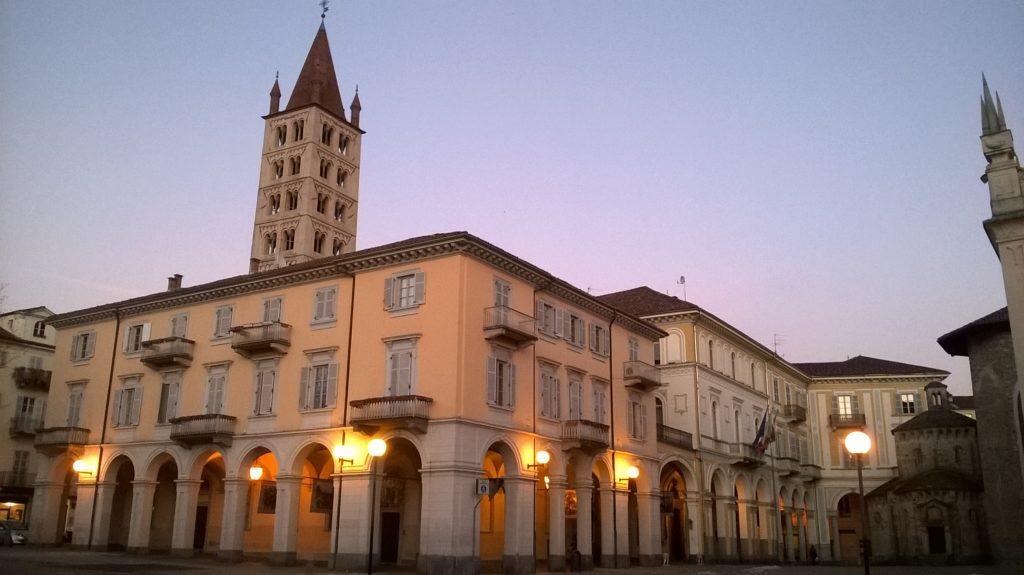 Biella_Borgo,_piazza_Duomo